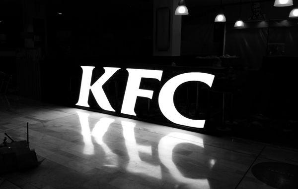 Letras corpóreas KFC