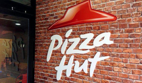 Decoración interior y exterior corporativa Pizza Hut