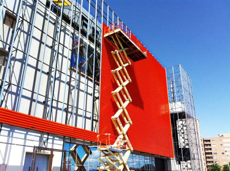 Lee más sobre el artículo Revestimiento de fachadas. ¿Cómo se coloca un panel composite?
